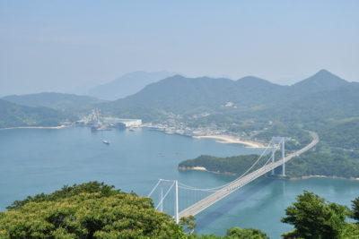 手前が大島、奥が伯方島。伯方・大島大橋の絶景は抜群だ