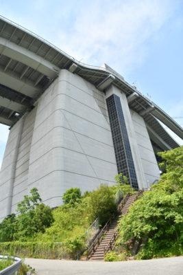 橋の上と下をつなぐ専用エレベーター