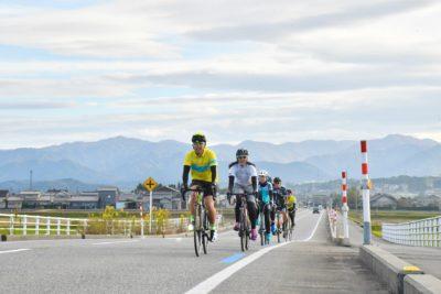 田園サイクリングコースは路面も綺麗で広々としており走りやすい