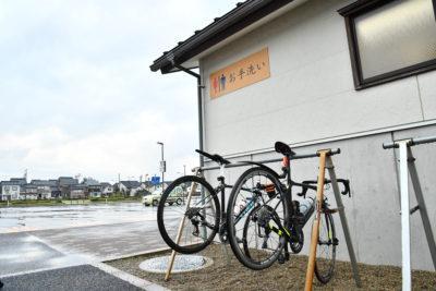 道の駅や公共施設に設置されている「サイクルステーション」には、バイクラックやフロアポンプや工具の貸出サービスもある