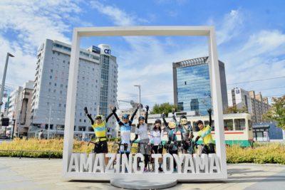 富山駅前のインスタ映えポイント「AMAZING TOYAMA」のオブジェ