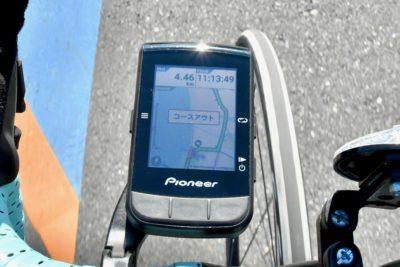 パイオニア新型GPSサイクルコンピューター「SGX-CA600」ルートから外れると「コースアウト」と表示される