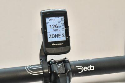 パイオニア新型GPSサイクルコンピューター「SGX-CA600」ライブパートナー機能 心拍数(HR)のbpmとZONEが表示された