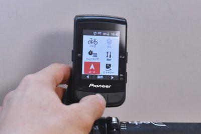 パイオニア新型GPSサイクルコンピューター「SGX-CA600」スマートトレーナーコントロール機能 トップ画面の「コース」から、「コース選択」を選ぶ